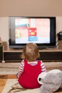 Maluch-wychowanie-dziecko-przed-telewizorem