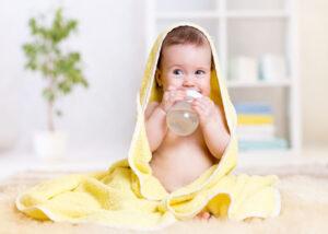 Noworodek-pytania-mleko-modyfikowane-czy-dac-dodatkowo-pic-282855548
