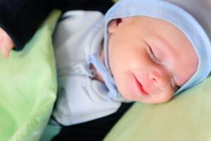 Noworodek-wychowanie-swiadomy-usmiech-142342939