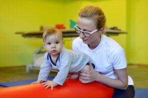 Wczesna rehabilitacja dzieci – potrzeby a możliwości - Mama to wie!
